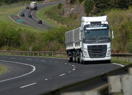 Demanda por transporte rodoviário de cargas no Brasil tem nova melhora