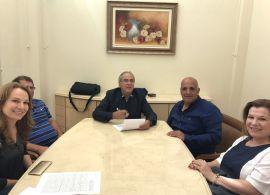 SEST SENAT - Sérgio Malucelli assina escritura de compra de terreno em Francisco Beltrão